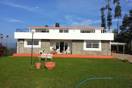 Mountain Top Holiday Homes , Ooty - Ooty - House