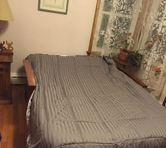 Nice room in a quiet part of town - Easthampton - House