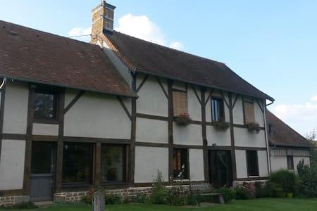 maison normande en campagne - Casa