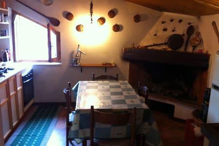 appartamentino tipico a Tagliacozzo - Leilighet