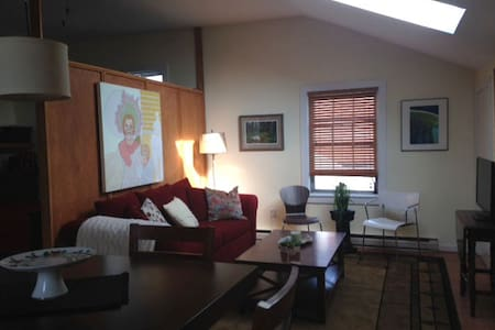 Warm, bright & private studio apt. - Lewisburg