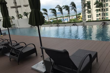New Cool 2br Poolview Suite - Jelutong