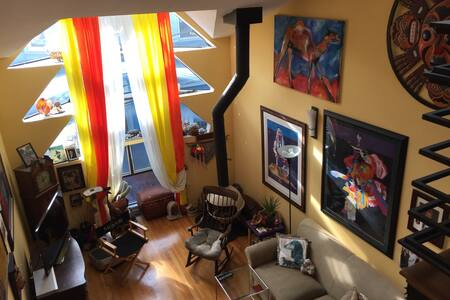 Art filled nook in SOMA - San Francisco - House