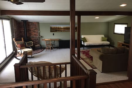 Bright, Sunny 1 Bedroom Private Apartment - Stayner - Apartment