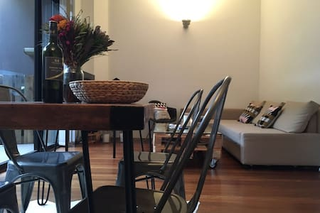 Cosy, Bright & Clean Surry Hills Apartment - Surry Hills - Apartment