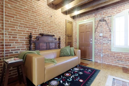 Charming Historic Brick Home 1870's - Baltimore - House