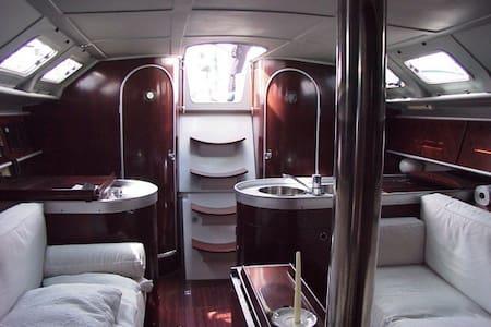 Cabine privative sur voilier 12m - La Ciotat - Boat