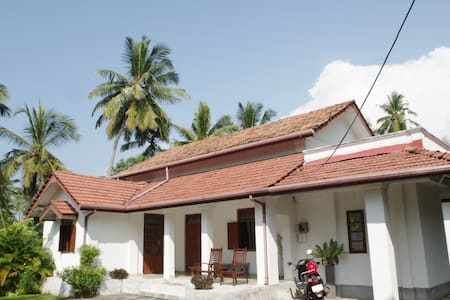 Beautiful Colonial House - Balapitiya