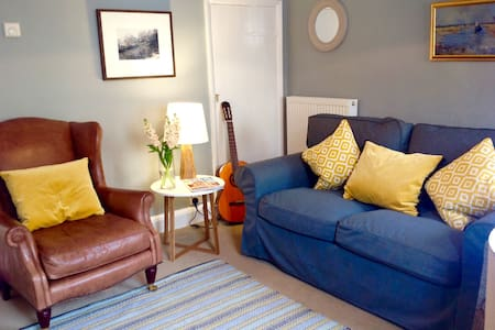 Romantic, cosy Wells cottage, close to harbour - Casa