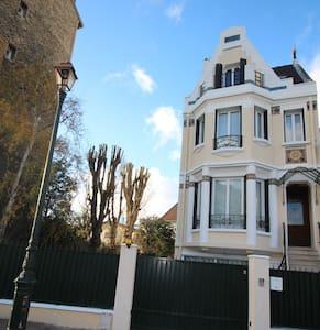 Apartment in Art-Deco house near Paris - House
