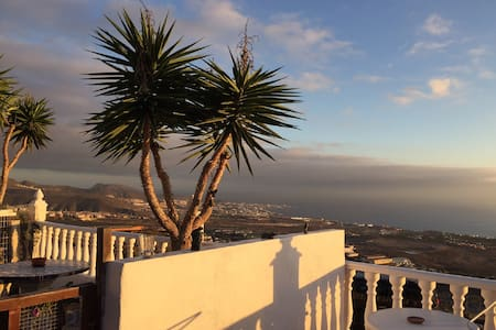 Costa Adeje hillside 2 bedroom bungalow, sea views - Adeje