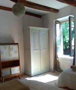 Dans la nature et le calme, la chambre Tilleul - Dům v zemi