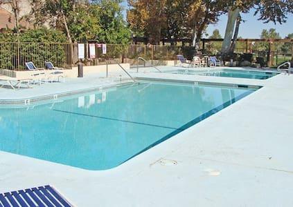 RESORT; Silver Lakes Desert Cali - Apartemen