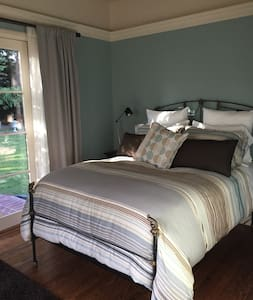 Private bed & bath in historic Crescent Park - Palo Alto - House