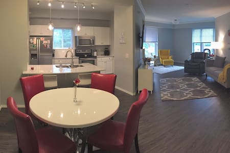 Beautiful 2 Bedroom Condo - perfect for Ryder Cup - Lakás