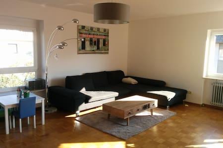 Helle Wohnung mit 2 Balkonen und Gartenzugang - Appartement