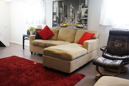 Room type: Private room Bed type: Real Bed Property type: Apartment Accommodates: 5 Bedrooms: 1 Bathrooms: 1