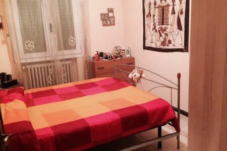 Camera confortevole in Centro in apt con terrazzo - Apartamento