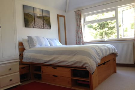 Light and airy double room - Wikt i opierunek