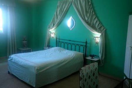 Chambre confortable Centre d'Agadir - Agadir - Bed & Breakfast