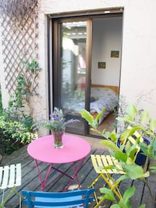 The cute little green room and its charming patio - House