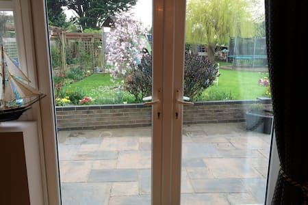 Sunny room, self contained. - Essex - Casa