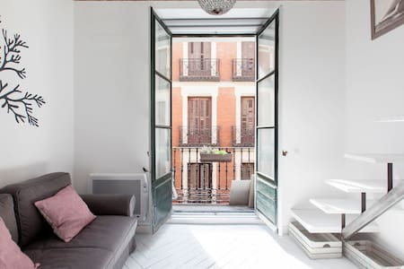 Cosy and light-filled studio. Excellent location - Madrid - Apartment