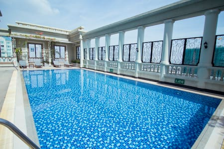 Luxury, Cozy 2BR Apt & Rooftop Pool