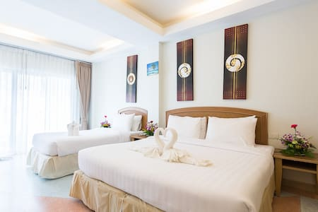 Classic City View Room for 3 people - Wohnung
