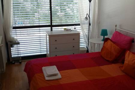 Exclusive room in modern district of Lisbon - Pis