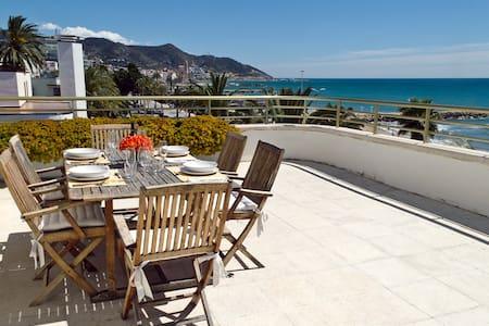 Luxurious Sitges Seafront Penthouse - Apartamento