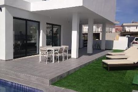 2015 Contemporary villa with private pool - Alicante - Villa