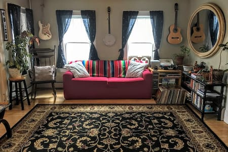 Eclectic home, spacious room in BTV Old North End - Burlington - Appartement