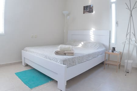 Spacious room near Karmel beach - Apartamento