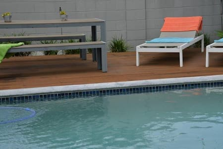 Surfers Paradise Location Poolside