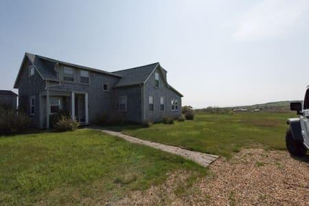 Farmhouse meets Beach House... - Aquinnah - Casa