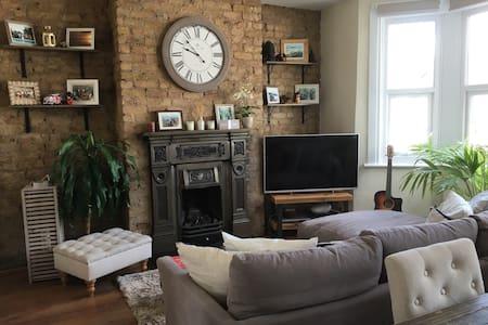 Quiet DBL bedroom in charming flat - Appartement