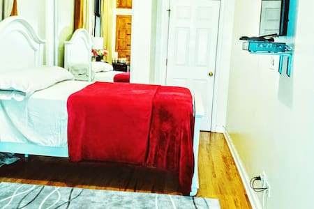Ample Comfy Room 20 Mins to NYC - Apartemen