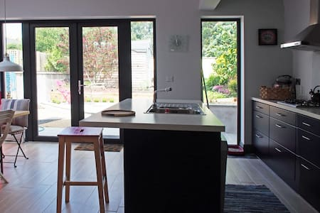 Small spacious cottage - Dublin - Zomerhuis/Cottage
