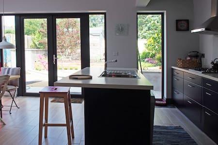 Small spacious cottage - Dublin - Sommerhus/hytte