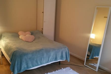 Middle of Camden town - London - Apartment