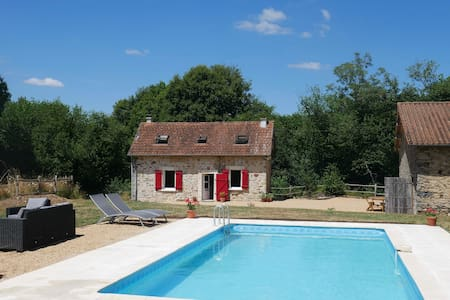 The cottage at Le Puy with private, heated pool. - Appartement