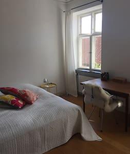 Stort charmerende dobbeltværelse i Sorø centrum - Apartment