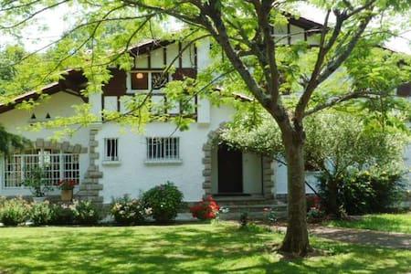 Villa de charme en plein coeur du pays basque - Halsou