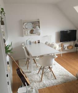 Skøn lejlighed tæt på alt - Aalborg - Apartamento