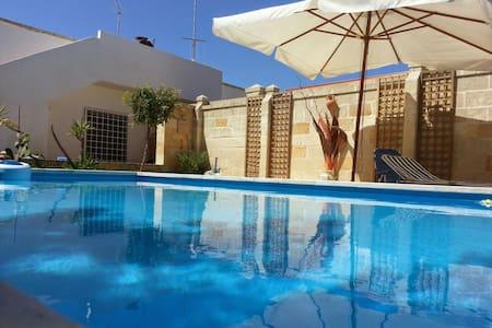 Casalabate  villa con piscina - Casalabate - Hus