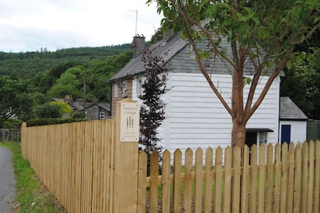FORRESTERS COTTAGE, Satterthwaite, South Lake District - Maison