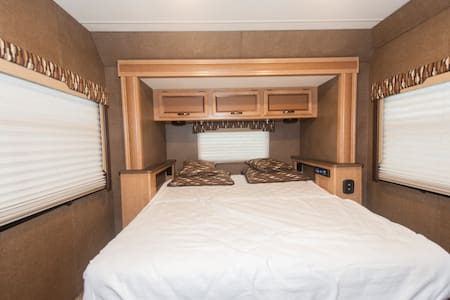 Cozy New RV, privacy, access to shopping & beaches - North Miami Beach