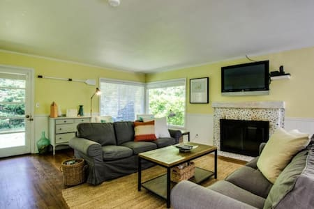 SALTY DAWG : 4 BR 2 BA - SLEEPS 12 - Ház