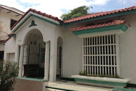 Comfy duplex in romantic Prado (large mthly disc) - Barranquilla - Lakás